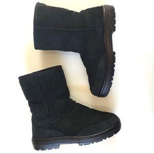 UGG Ultra Short Black Sheepskin Boots size 6